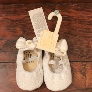 Baby white shoes 3-6 month Baby Gap